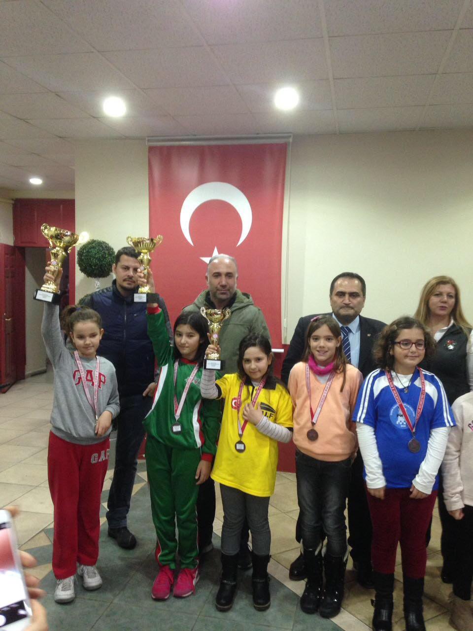 Irmak Özvardar 10 Yaş Kızlarda İzmir Dördüncüsü Oldu